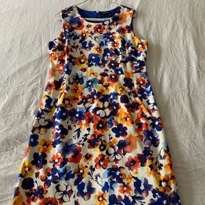(NEVER WORN) WHITE FLORAL DRESS